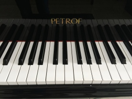 Jual grand piano Petrof
